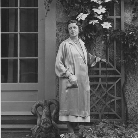 Margaret-French-Cresson-in-front-of-the-Chesterwood-Studio-1944