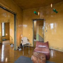 5.David Ireland House (interior view) upstrais back parlor room; photo: Henrik Kam, courtesy of The 500 Capp Street Foundation.